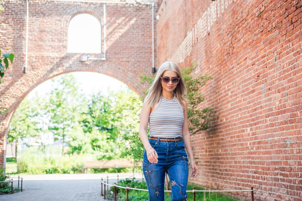 dumbo_nyc_savvy javvy_nyc fashion blogger_travel blogger_boho chic_nyc street style_level 99 jeans_embroidered jeans_ice blonde hair_blonde blogger_zara striped top_tom ford sunglasses