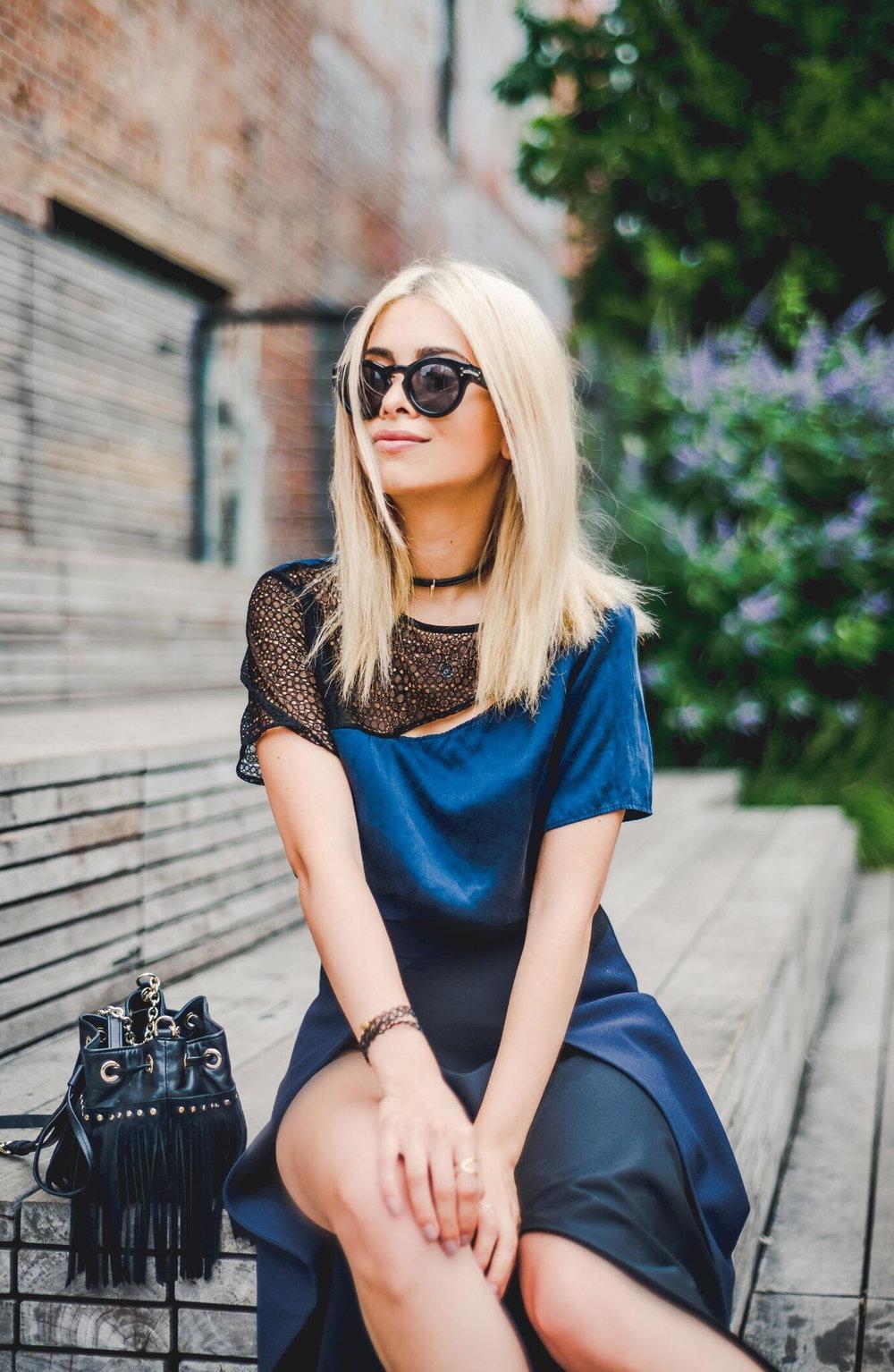 prabal gurung fashion show_prabal gurung spring 17_high slit skirt_slit skirt_savvy javvy_fashion blogger_nyc fashion blogger_nyc blogger_navy skirt_navy silk top_cut out blouse_celine sunglasses_dvf bag