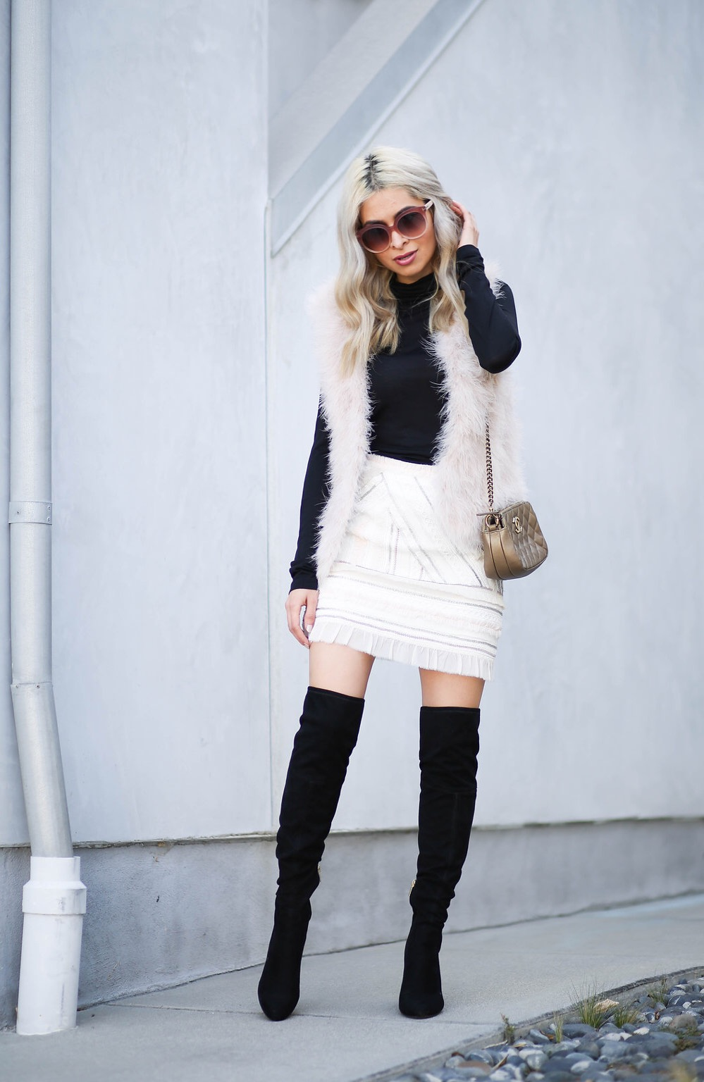 club monaco skirt_club monaco furry vest_fuzzy vest_blush colored top_blush colored skirt_sequined skirt_otk books_otk black boots_over the knee boots_tom ford_tom ford inauguration_black turtleneck_steve jobs outfit