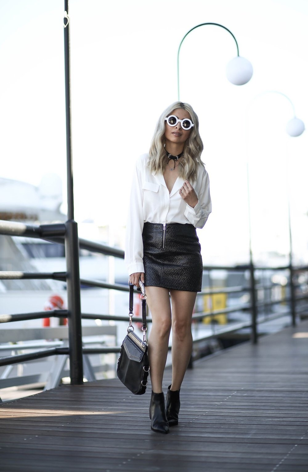 monochrome outfit_savvy javvy_la fashion blogger_blonde blogger_mod style_best fashion blogger_best la fashion bloggers_pointed toe ankle booties_& other stories_petite studio nyc top_leather skirt_zara skirt_white sunglasses