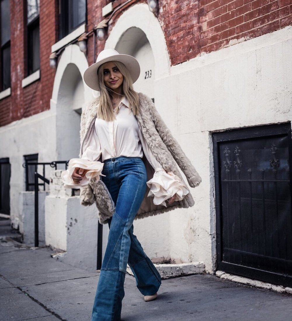 ruffled blouse_ruffles_ruffled sleeves_silk blouse_white fedora_patchwork denim_nyc streetstyle_NYFW_nyc blogger_la blogger_tan booties_fur jacket_furry jacket_fluffy jacket_eggshell colored top_savvy javvy_fashion blogger_street style_nyc