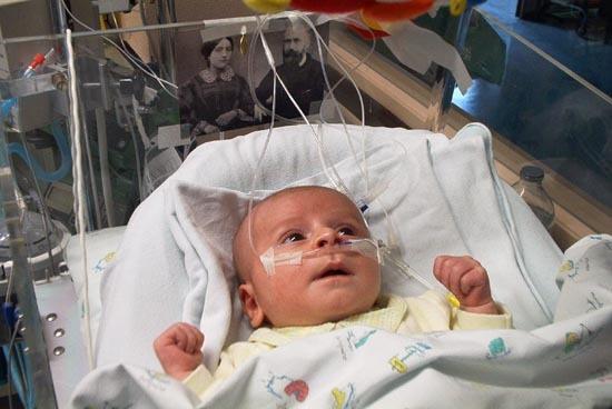 the newbornPietro Schiliro at the hospital in monza, july 2002