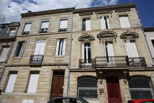 Nineteenth-century houses on rue servandoni in bordeaux near the site of louis martin's birth