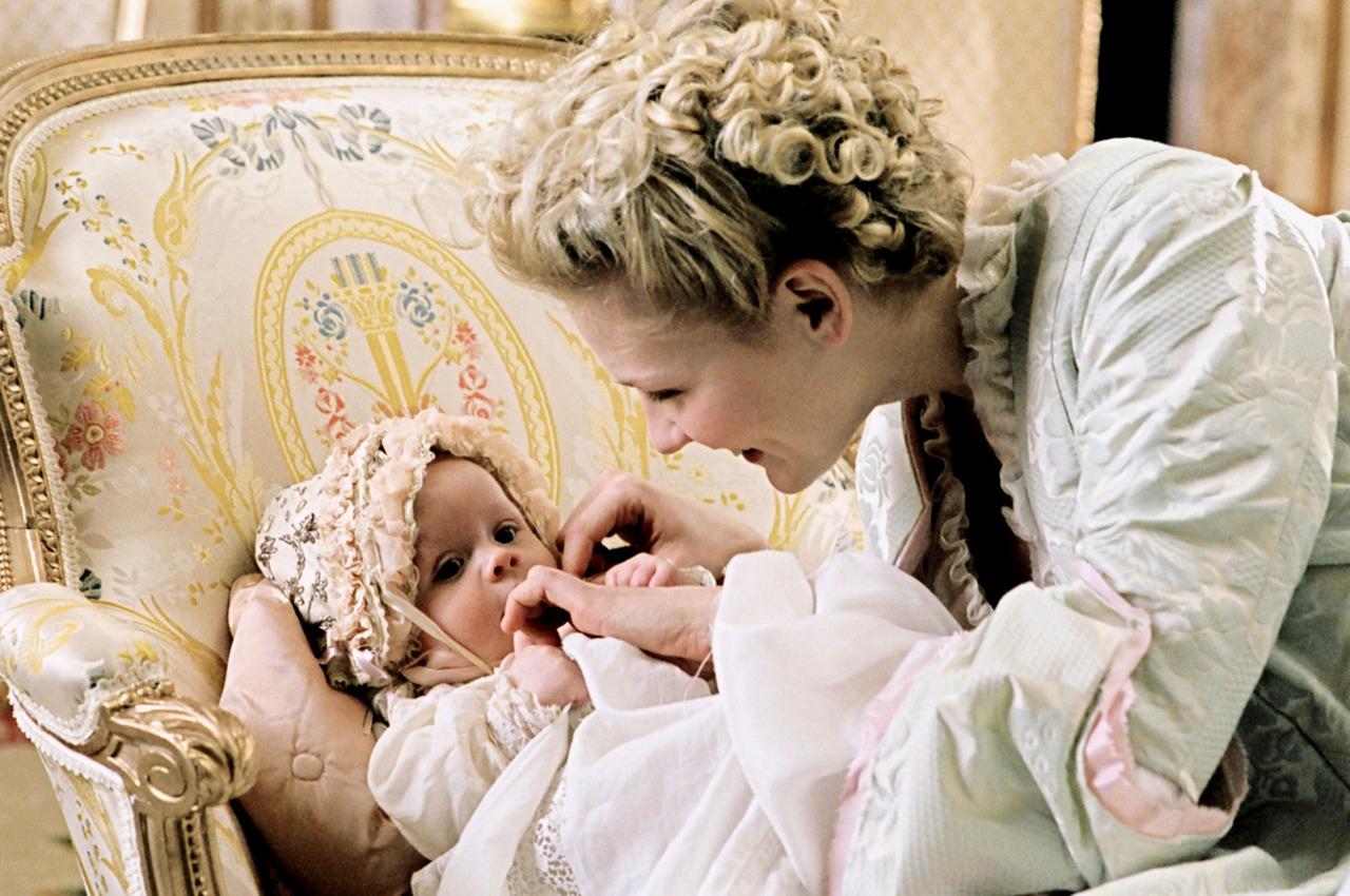 As Annas Kareninasda vida no fundo só procuram os prazeres (do amor e outros) e, quando eles chegam em forma de gente, há coisas que mudam.   Porque mudariam sempre.No século XVIII, XIX, XX ou XXI.    Imagem: Kirsten Dunst em Marie Antoinette.