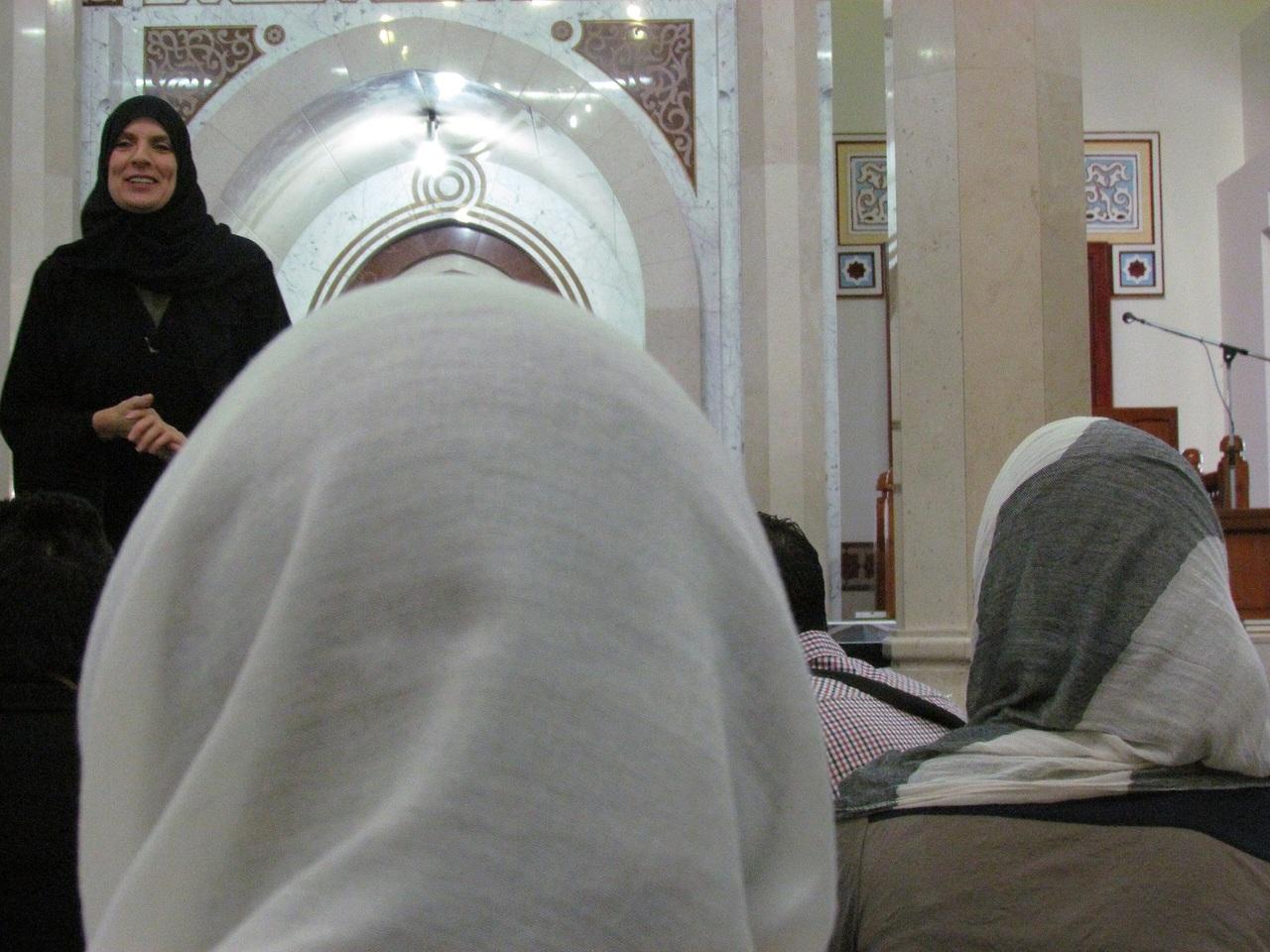 Pray like a muslim.    Aqui .