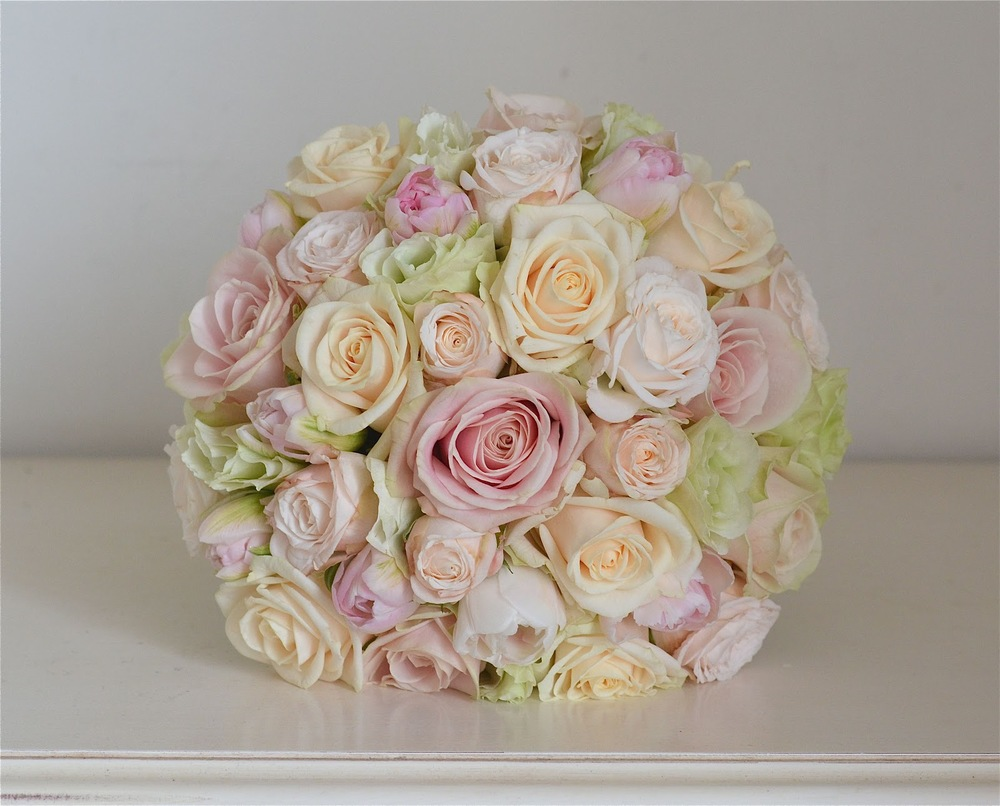 pale-pink-cream-green-bouquet-roses.jpg