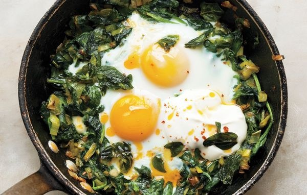 skillet-baked eggs with spinach, yogurt and chili oil