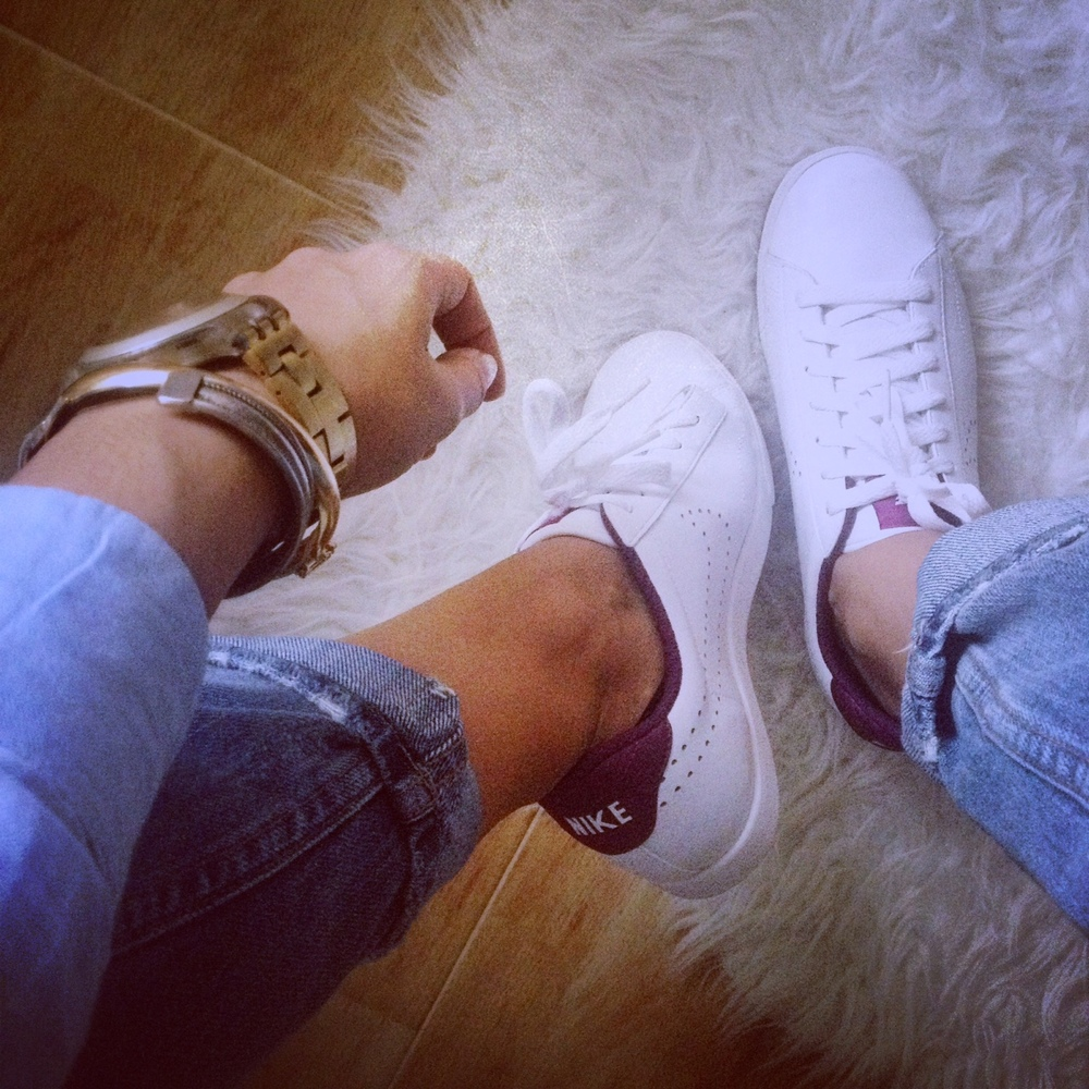 new nike white sneakers