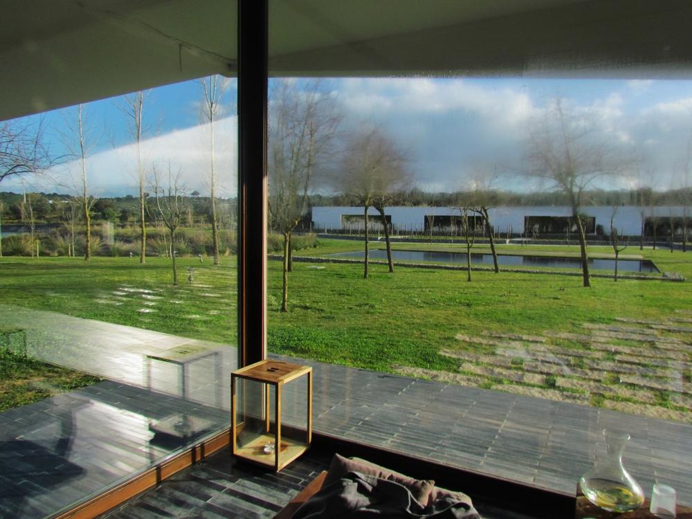 vista da piscina interior / SPA para a piscina exterior