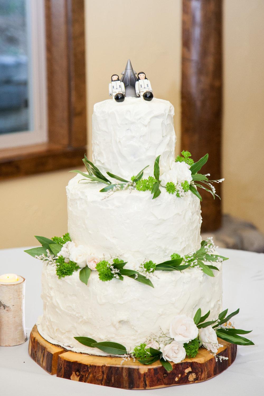 Wedding Cakes Yosemite | deweddingjpg.com