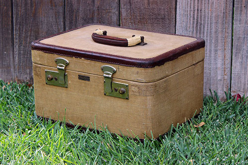Tan Tweed Train Case - $15    MORE DETAILS & PICS...