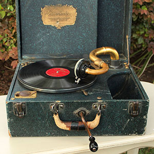 1930 - BRUNSWICK PANATROPE - $40 MORE DETAILS & PICS...
