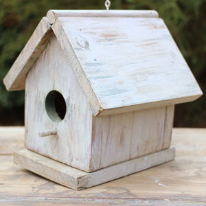 SMALL BIRDHOUSE - $5    MORE DETAILS & PICS...