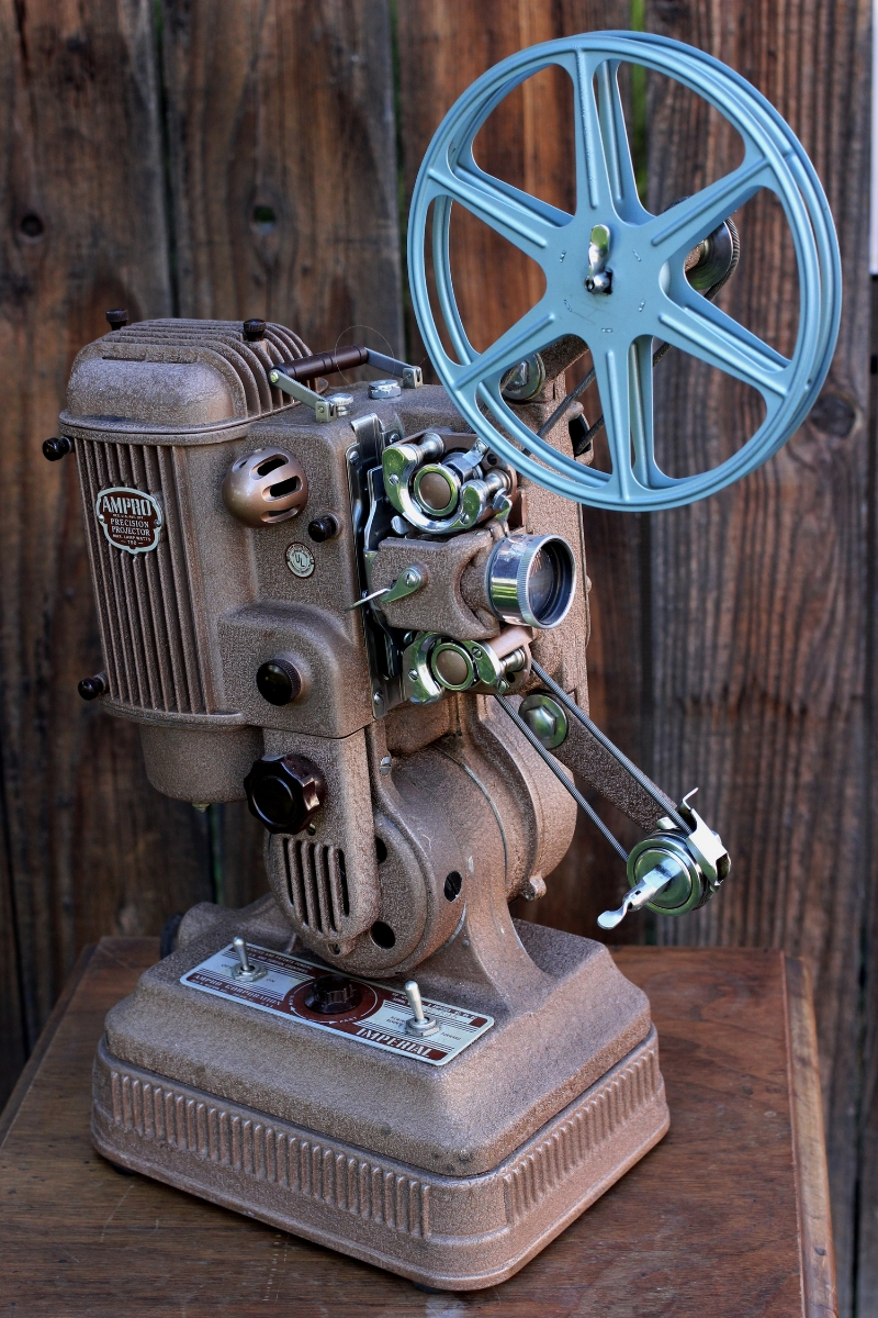 1948 AMPRO FILM 16MM PROJECTOR