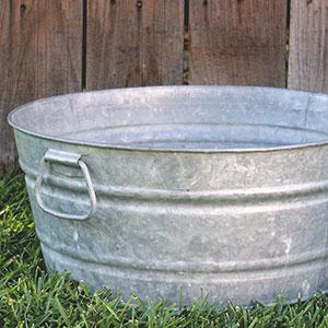 MEDIUM GALVANIZED WASH TUB - $10 MORE DETAILS & PICS...