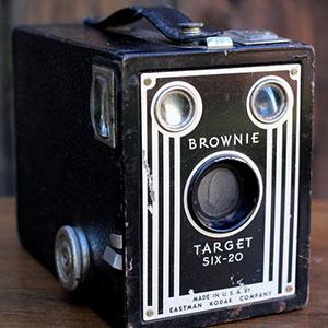 1946 KODAK TARGET SIX-20 - $10 MORE DETAILS & PICS...