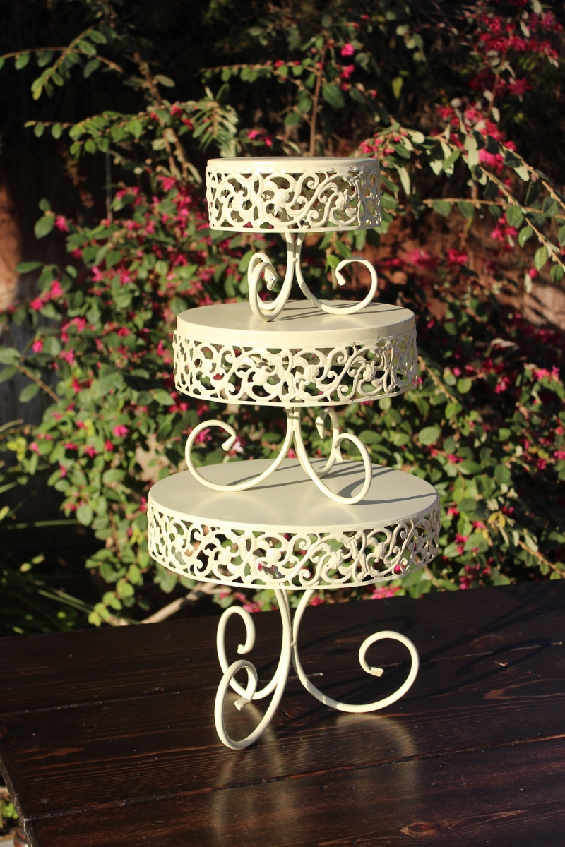 CAKE/DESSERT SERVER - THREE TIERED SET