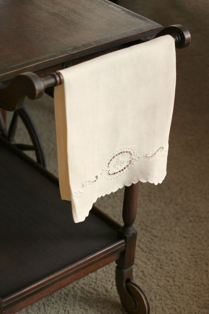 Vintage-Embroidered-kitchen-towels-white-Linen-667x1000.jpg