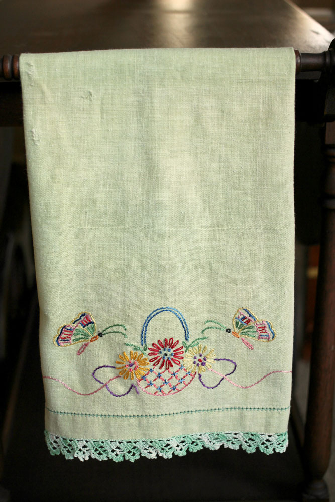Vintage-kitchen-towels-green-wgreenwhite-trim--basket-of-flowers-wbutterflies-667x1000.jpg