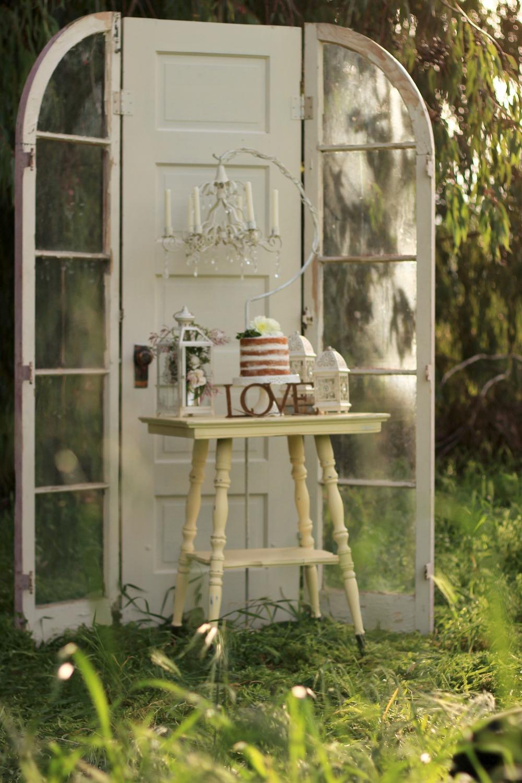 Vintage Wedding Door Backdrop Cake Table