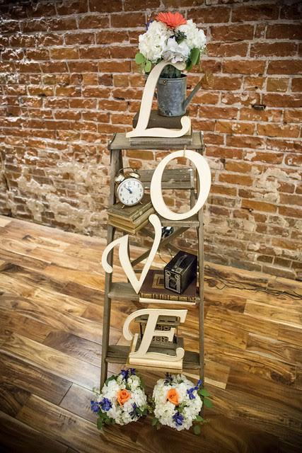 The Century Modesto - Vintage LOVE Ladder Decor