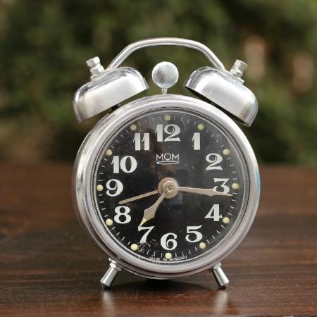 """Small """"MOM"""" Alarm Clock - $3    MORE DETAILS & PICS..."""