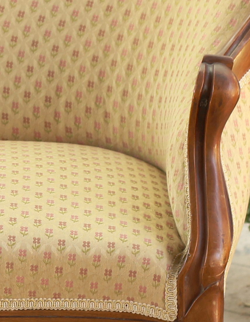 Furniture-Settee-Lady-Edith-Details02.jpg
