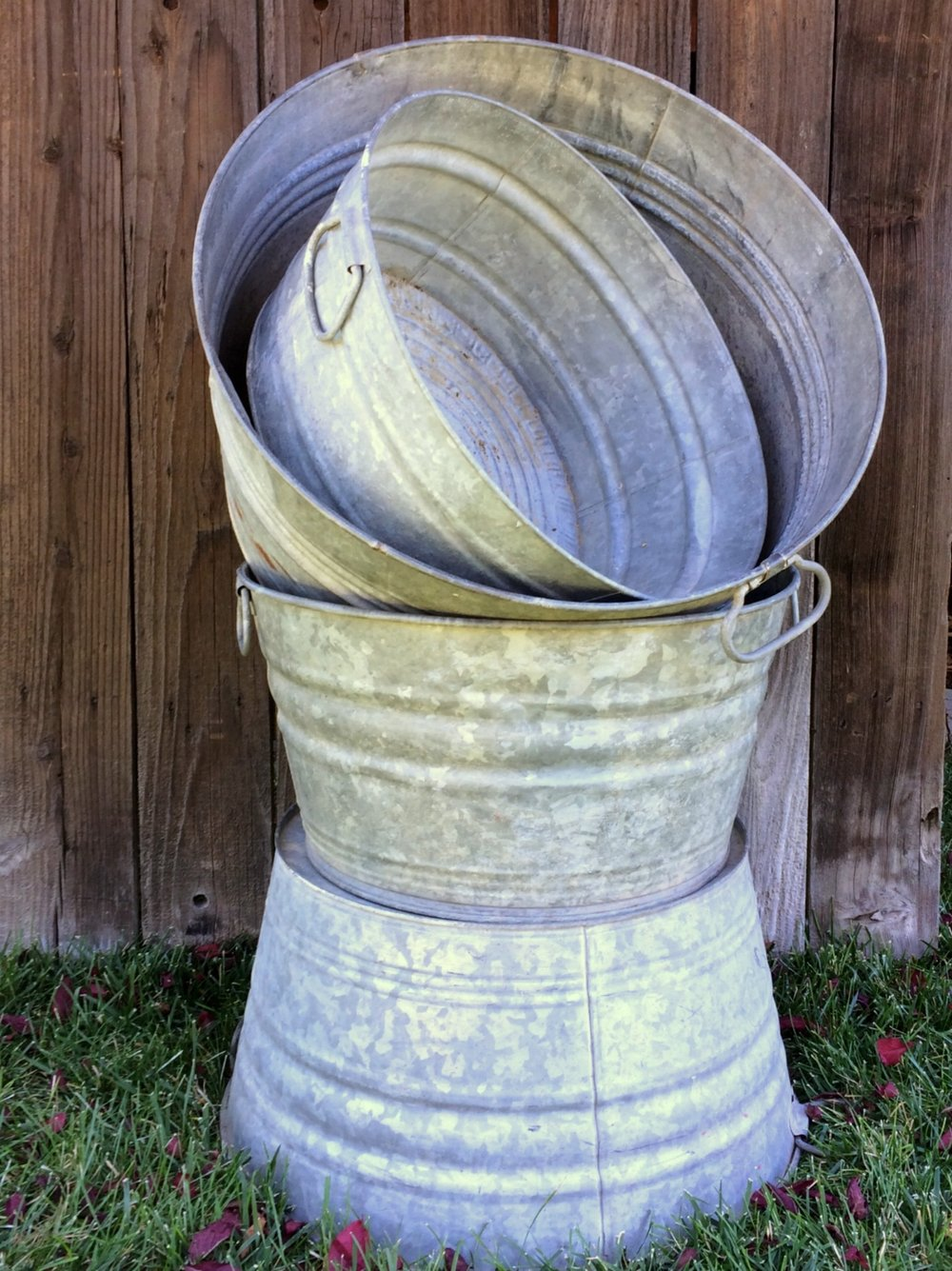 Vintage galvanized Wash Tubs for wedding decor