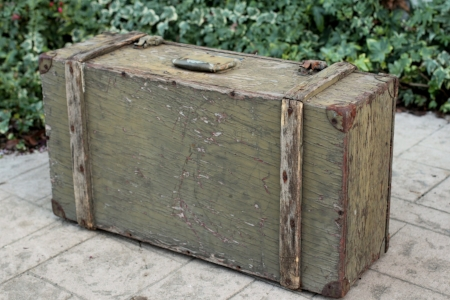 Army Signal Corps Chest - $15    MORE DETAILS & PICS...