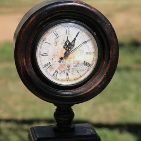 """Large """"Old World"""" Pedestal Clock - $15    MORE DETAILS & PICS..."""
