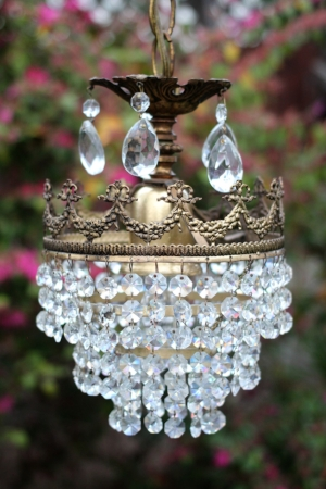 ANTIQUE CRYSTAL CHANDELIER - $50    MORE DETAILS & PICS...