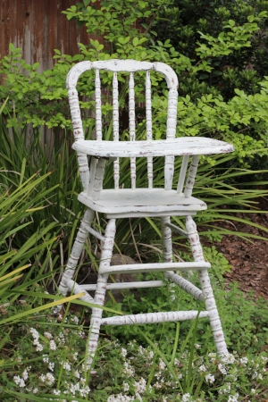 High Chair - Chippy White    RENT FOR $35    MORE DETAILS & PICS...