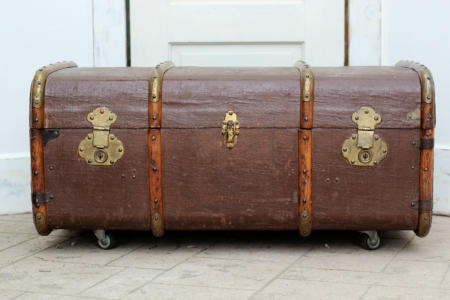 Rolling Steamer Trunk - $40    MORE DETAILS & PICS...
