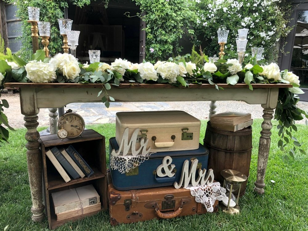 Pageo Farm Wedding - Vintage Sweetheart Table decor