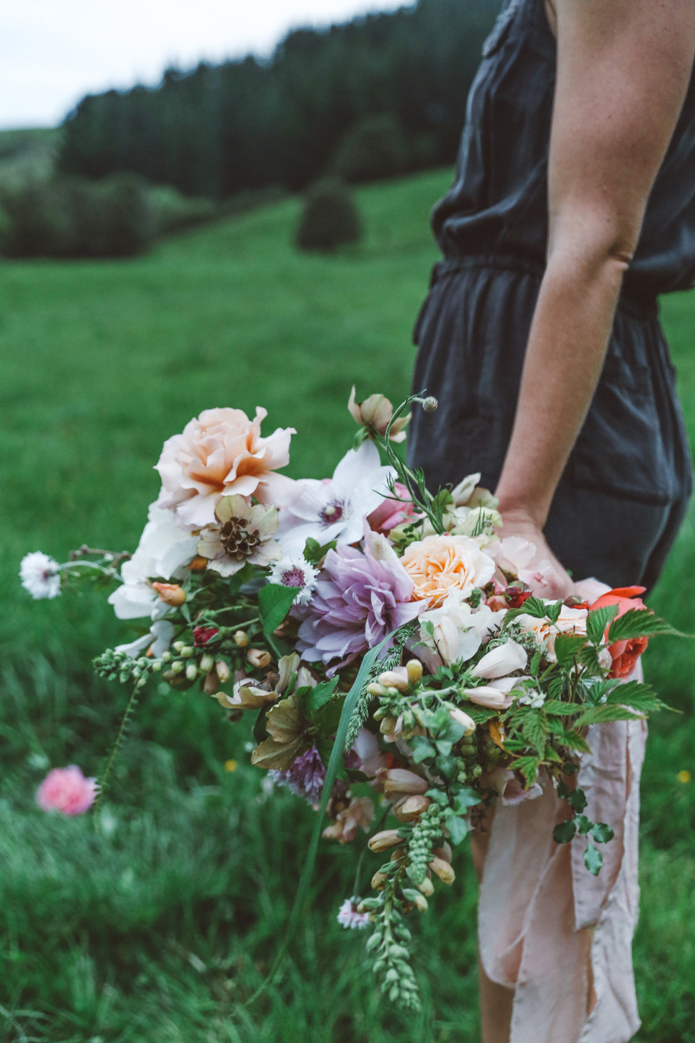 Oh Flora Studio | Field of roses bouquet .jpg
