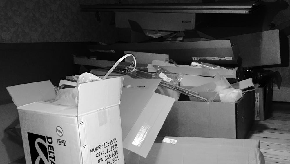 Mer tomma lådor än möbler! Men det har vi snart löst.