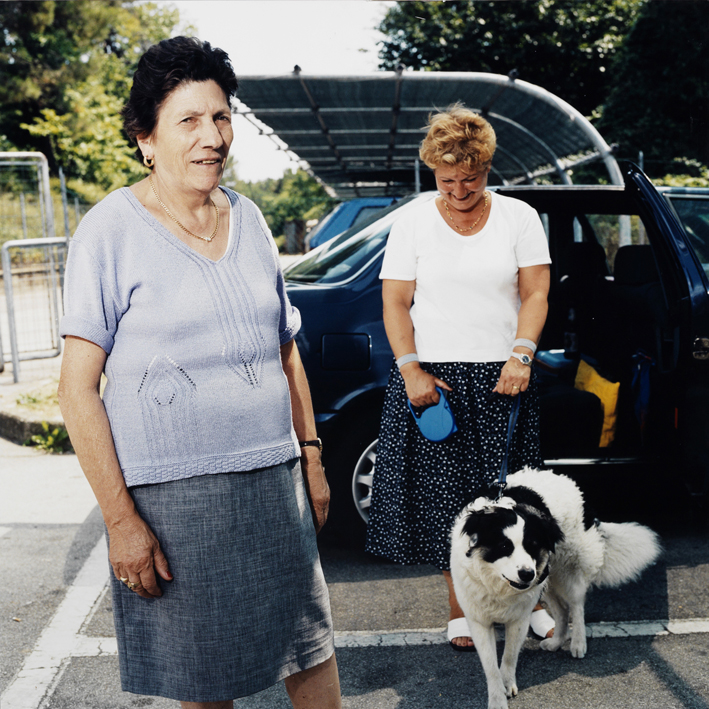 Italian mother in law and doughter with dog.    Area di servizio Santerno Ovest, autostrada A14 Bologna-Taranto .   August 2001
