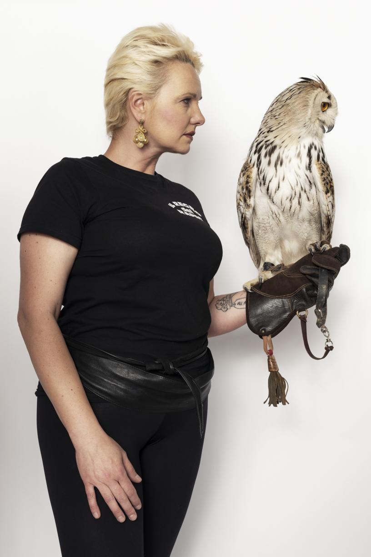 """Gigliola Bottà, falconer for """"Il Regno dei Rapaci""""  with Nuvola, Siberian royal Howl"""