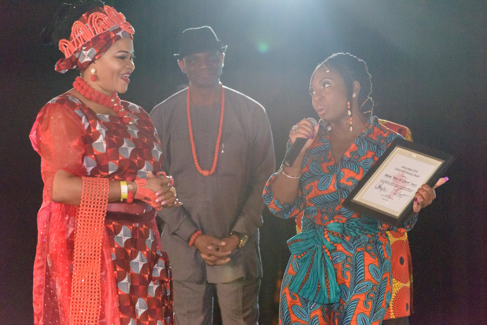 Ankara Miami CEO, Evelyn Onyejuruwa presents Adanma Osuji with the Ankara Miami Cultural Arts Advocasy Award.