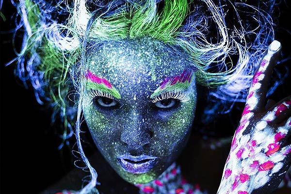 uv-glow-blacklight-face-body-paint-3.jpg