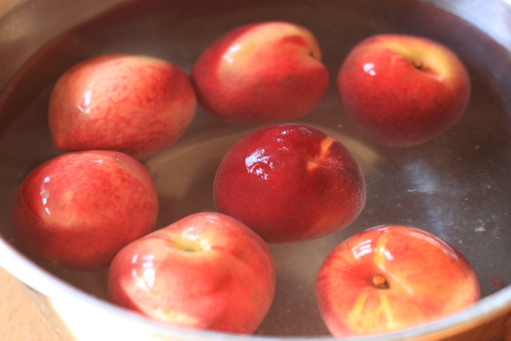 organic peaches for a peach ginger shrub