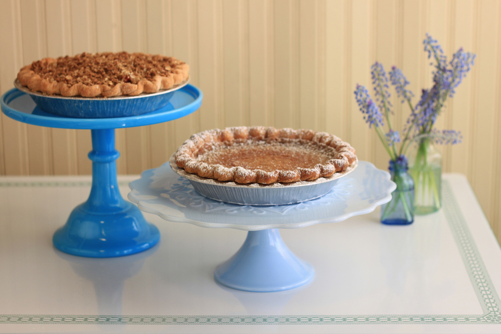 Nimble-Well-Chicago-wedding-dessert-table-Hoosier-Mama-Pie