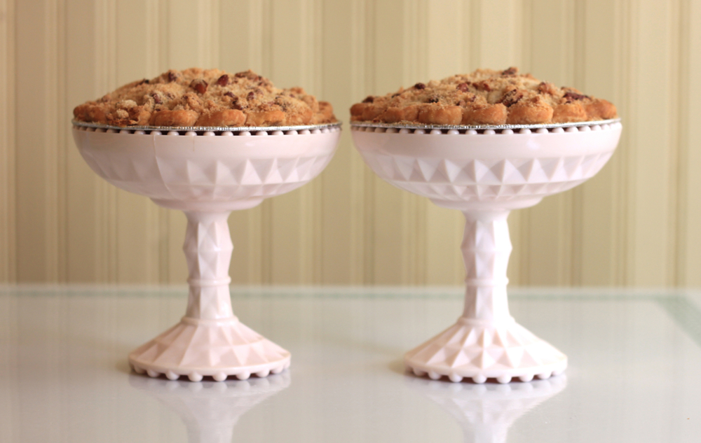 Hoosier-Mama-Pie-Chicago-mini-pies-wedding-Nimble-Well-cake-stand-rental