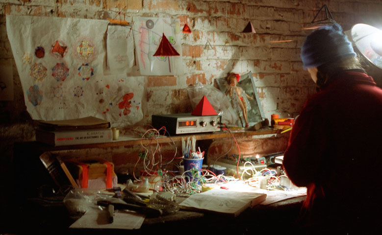 film still from  The Documentary of Live Pelt, The Alchemist  (2002) co-directed by Kelly Heaton and Shambavi Kaul videography by Joshua Gibson