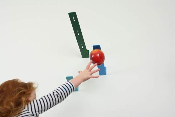 newton-apple-holder-3-600x400.jpg
