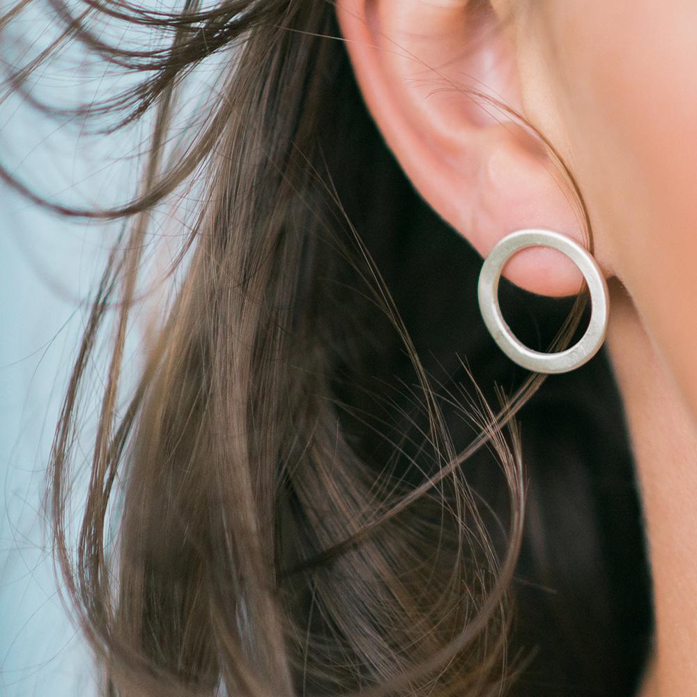 Flat_Silver_Earrings.png