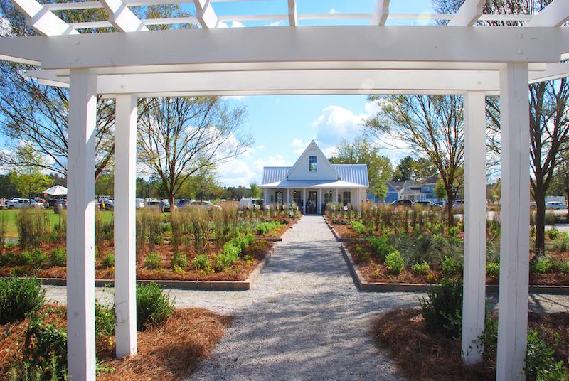 summers corner lake house and corner house - summerville, south Carolina