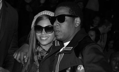 beyonce-and-jay-z-sunglasses-dark-1408118043-view-0.jpg