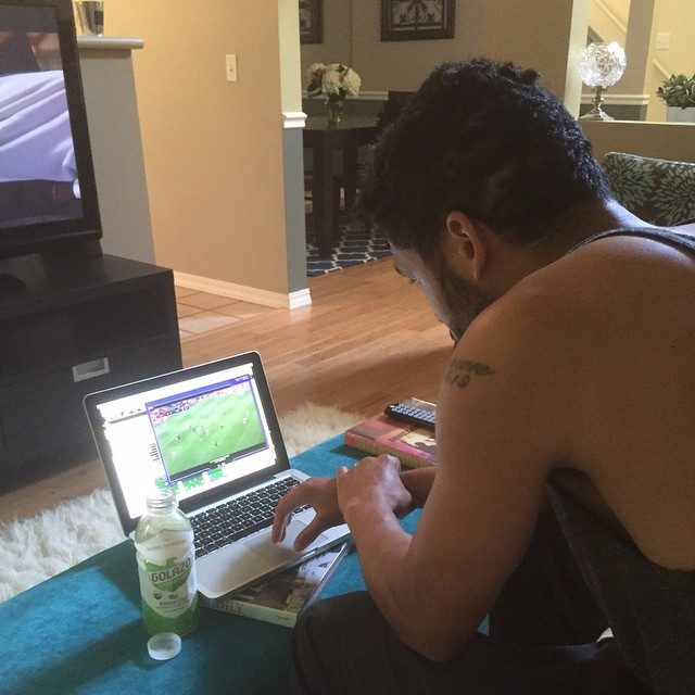 Pregame routine, game-tape and hydration. Something for the mind and something for the body! @drinkgolazo #fuelnaturally #gameday #3pts #SEAvsNYRB