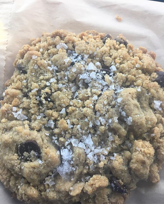 The last Friday of 2017 calls for #cookies #seasalt #chocolatechipcookies #lagrandeorange #arizona #buzzfeedfood #eateraz #visitarizona #nomnom #yummy
